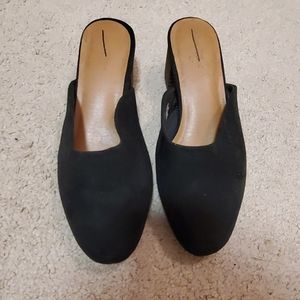 Universal Thread mules size 6 1/2 NWOT